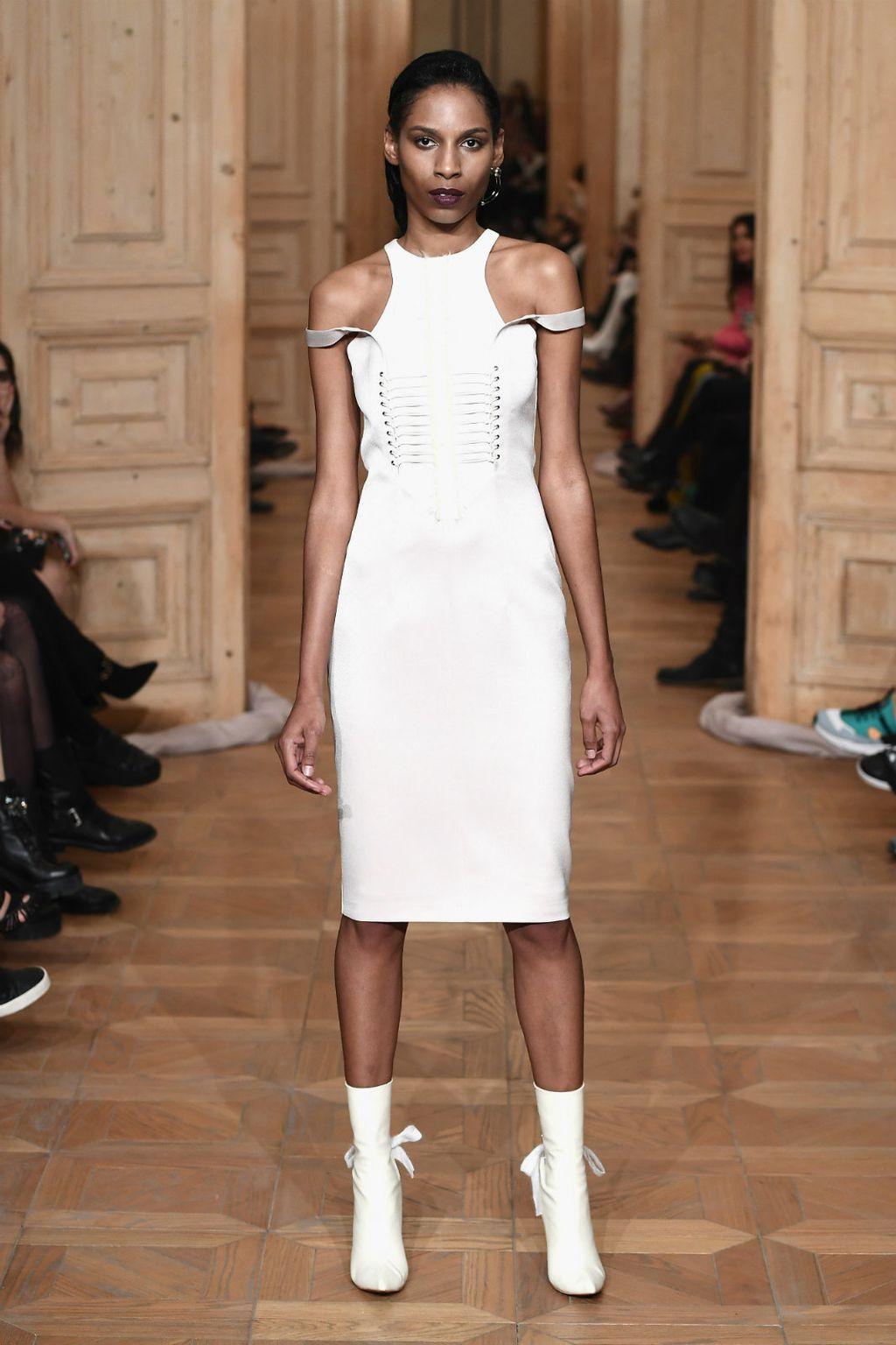 Bijele čizme u odjevnim kombinacijama - 5