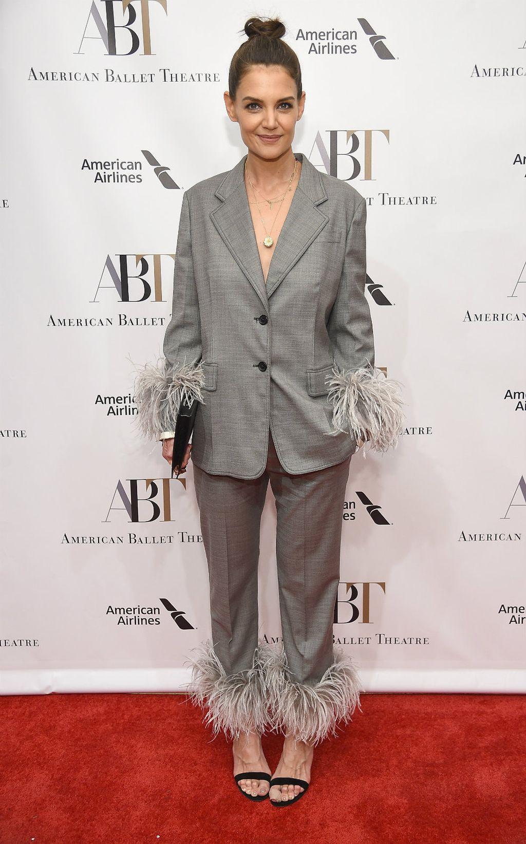 Katie u glamuroznom odijelu modne kuće Prada