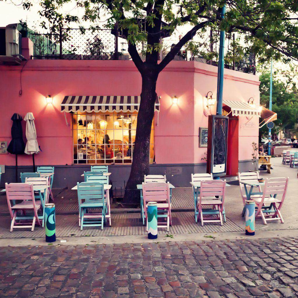 Francuska vlada želi spasiti kafiće od propasti