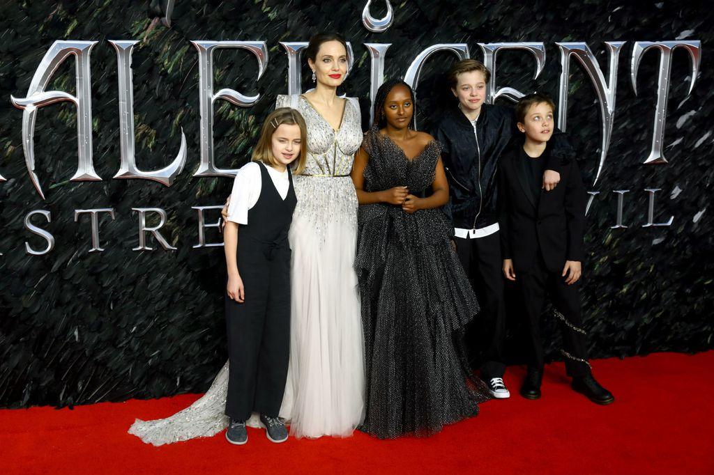 Angelina Jolie s djecom - 4