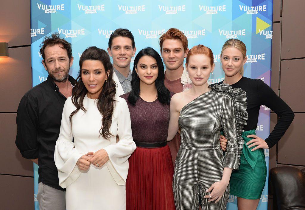 Luke s kolegama iz svoje posljednje serije Riverdale