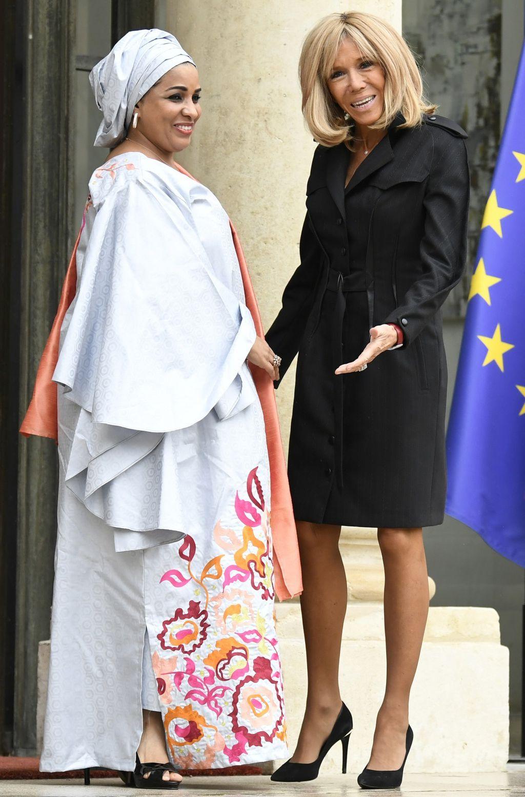 Brigitte Macron u kaputu-haljini - 2