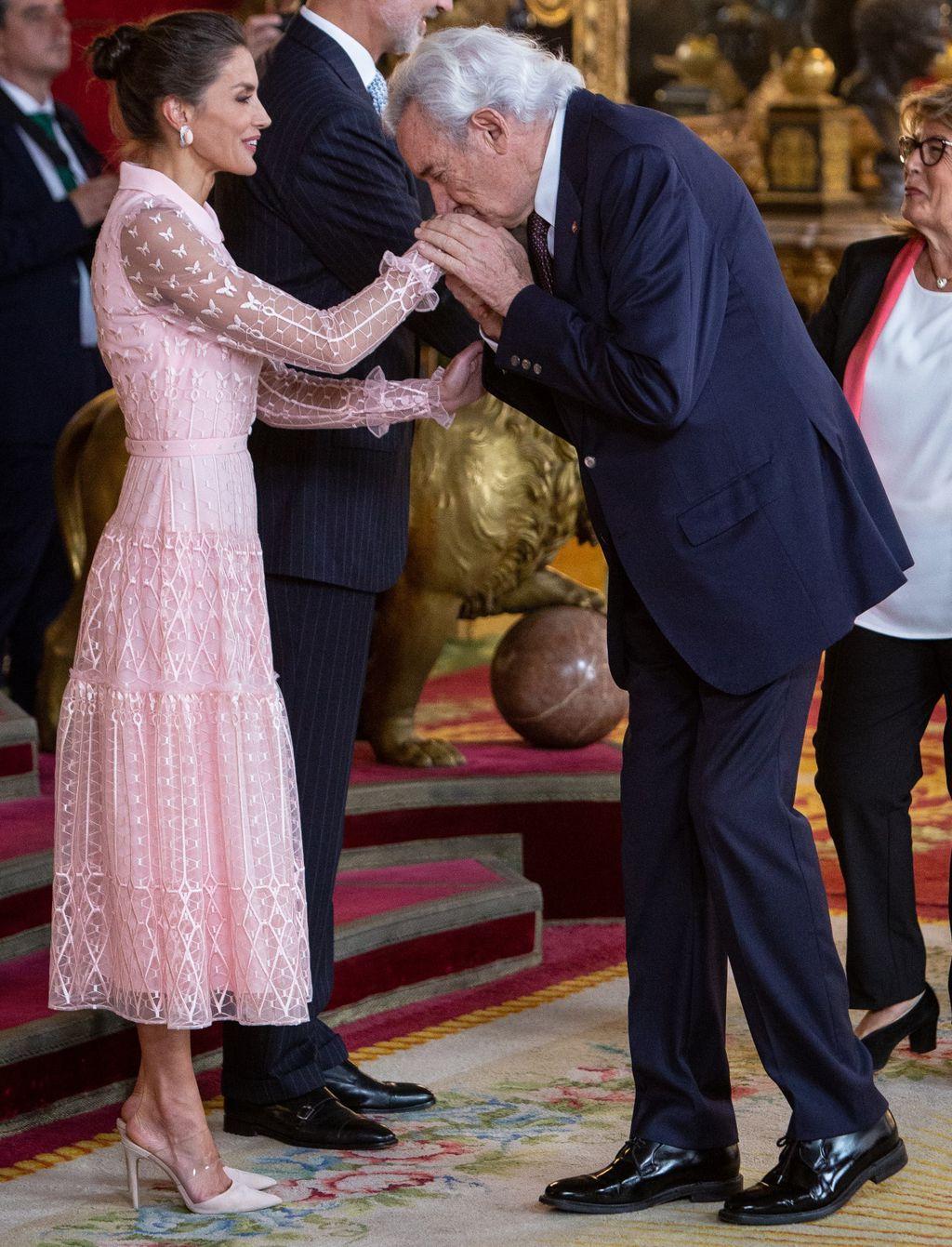 Kraljica Letizia u ružičastoj \'bombon\' haljini španjolskog dizajnera Felipea Varela - 6