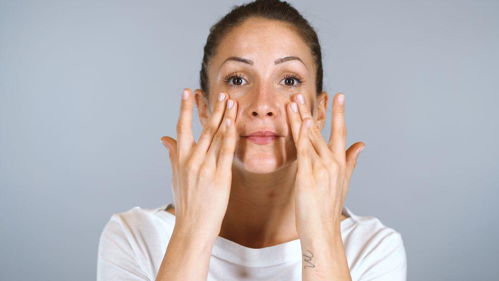 Tapkanjem utrljavajte serum po cijelom licu
