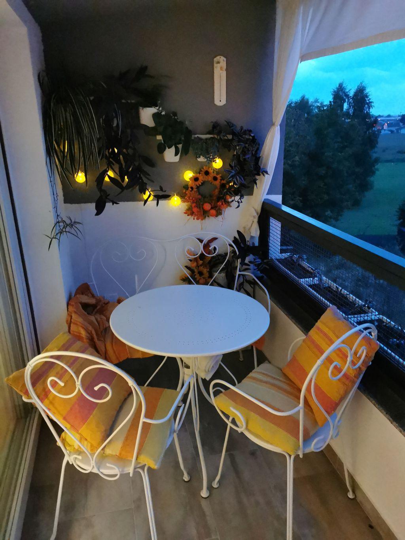Ljupki mali balkon u Bjelovaru uređen u jesenskom ugođaju - 7