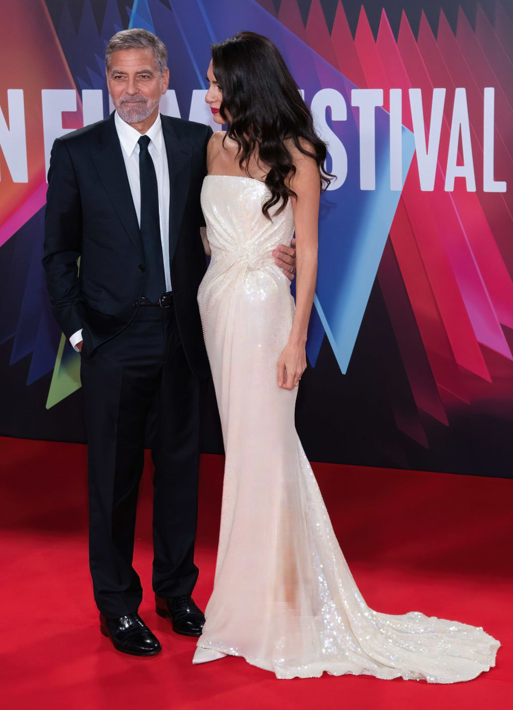 Amal Clooney u haljini modne kuće 16Arlington na premijeri filma The Tender Bar u Londonu - 5