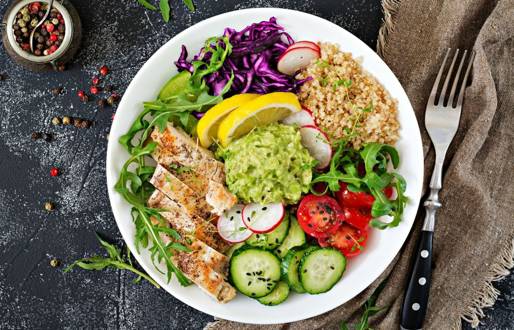 Salata s guacamoleom