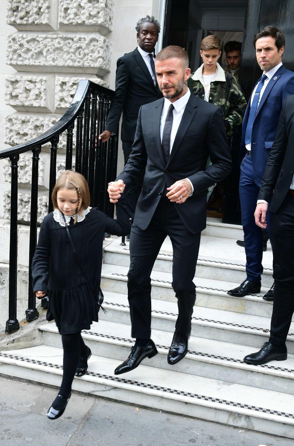 Obitelj Beckham spremaju se na reviju Victorije Beckham - 1