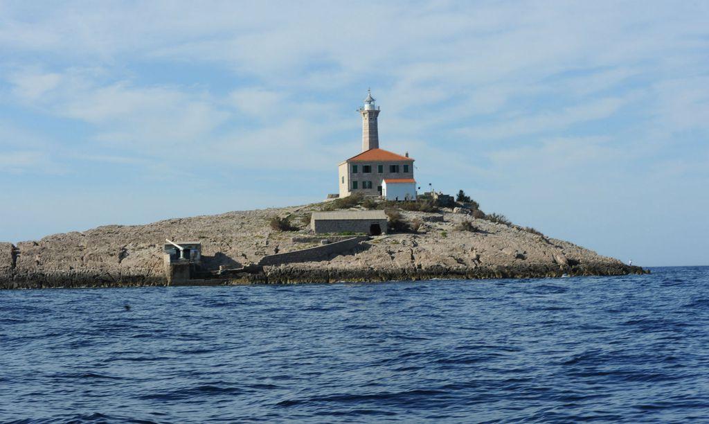 Svjetionik Hrid Blitvenica, zapadno od otoka Žirja