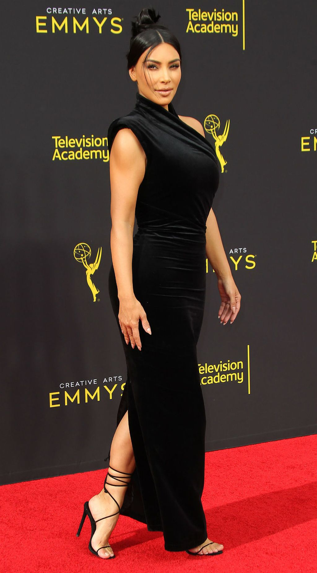 Kim Kardashian na dodjeli nagrada 2019 Creative Arts Emmys - 3