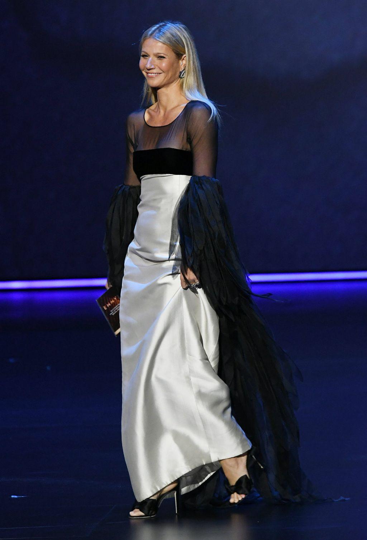 Gwyneth Paltrow na 71. dodjeli Emmyja u haljini Valentina Garavanija iz 1963. godine