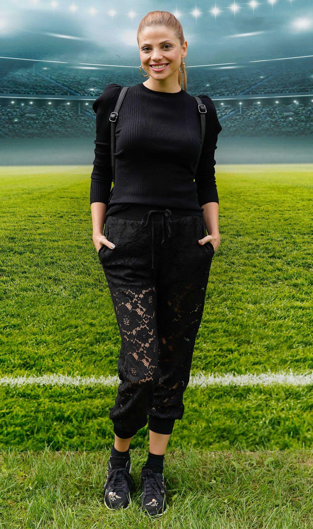 Lejla Filipović u čipkastim hlačama i tenisicama - 1