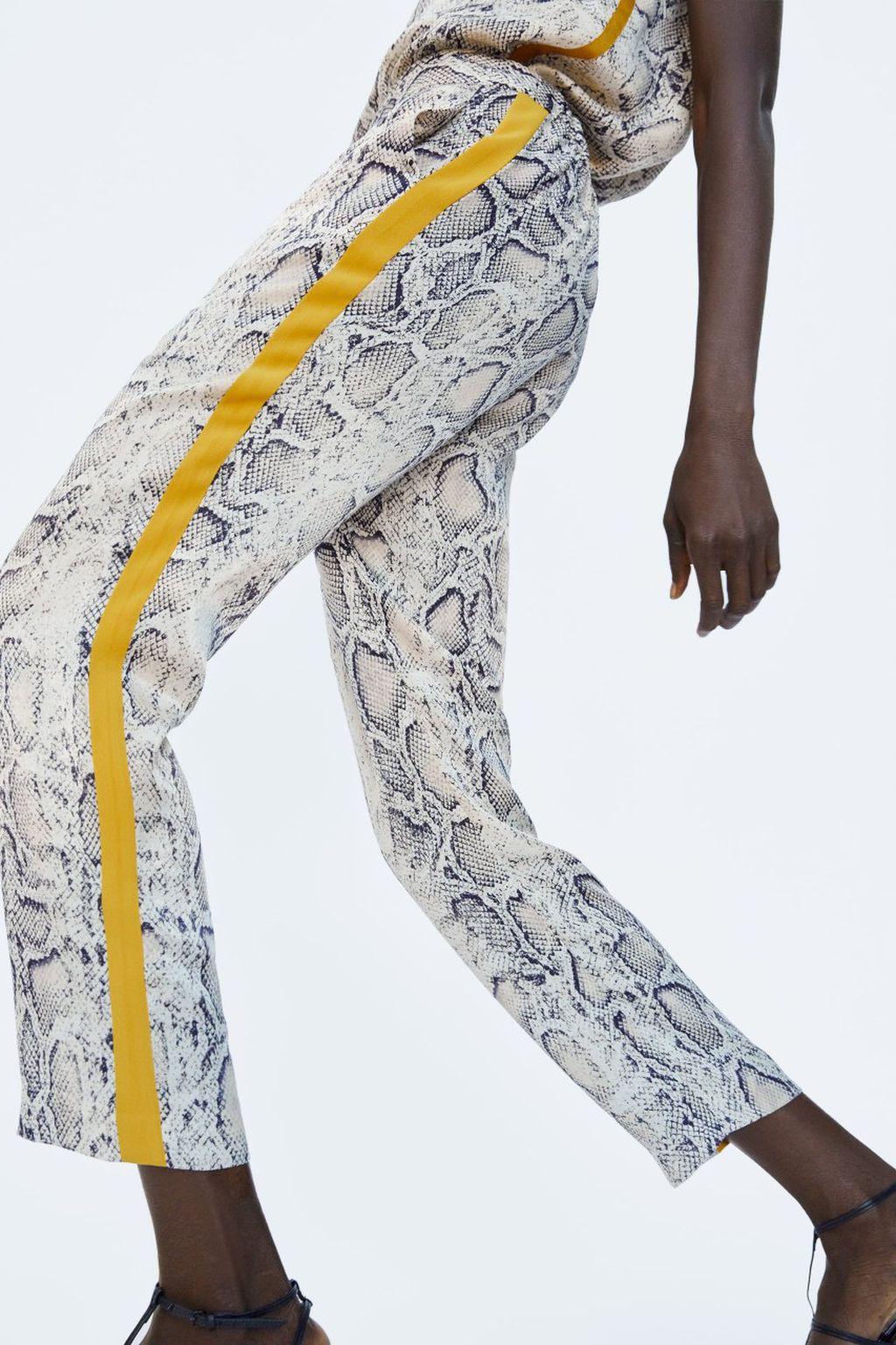 Hlače brenda Zara sa zmijskim uzorkom