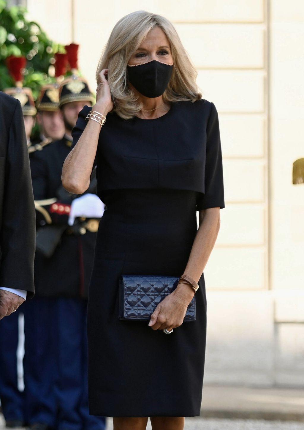 Brigitte Macron u maloj crnoj haljini