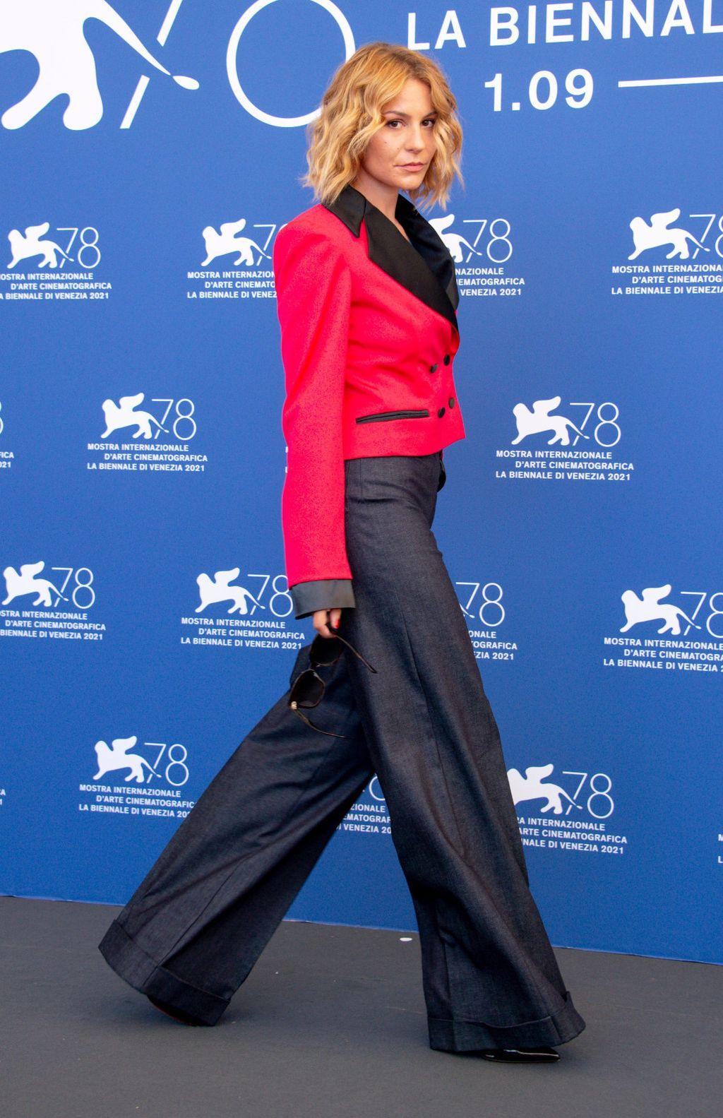Glumicu Tihanu Lazović Vogue je proglasio jednom od najbolje odjevenih na festivalu u Veneciji - 5