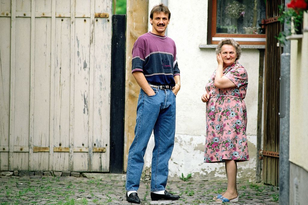 Jürgen Kohler s majkom nakon što je postao svjetski prvak s Njemačkom 1990.