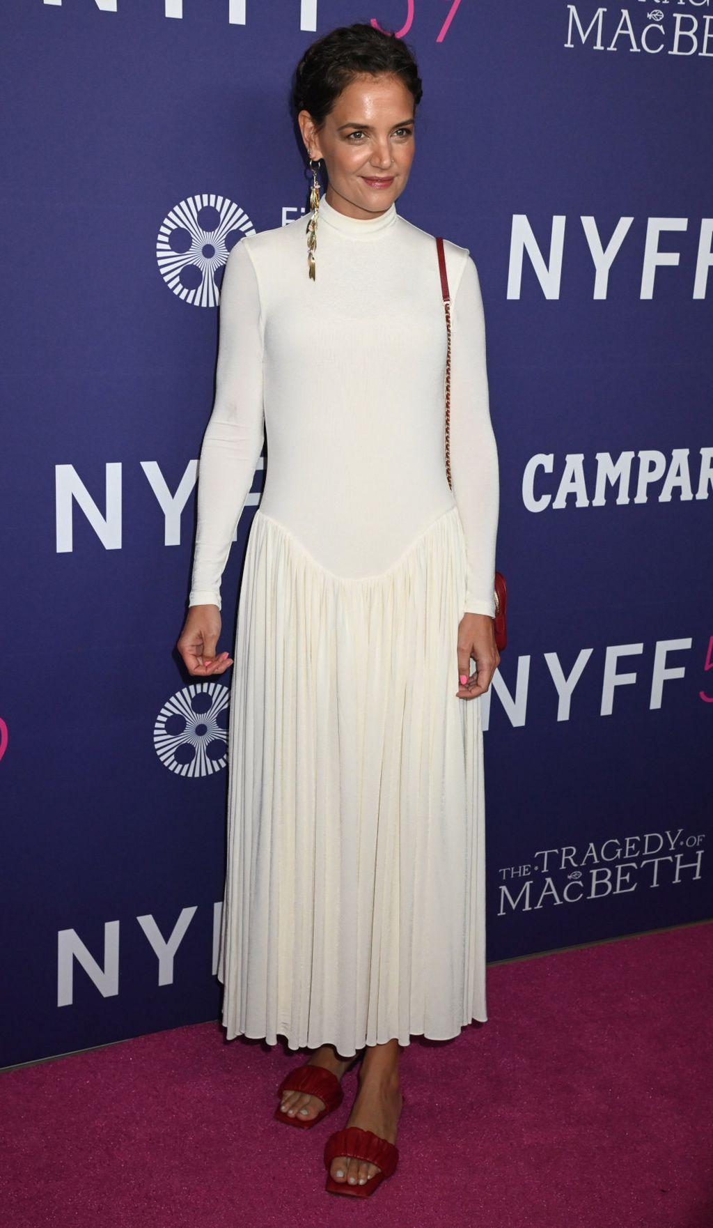 Katie Holmes u bijeloj haljini pripijenog gornjeg dijela - 4