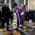 Izviđači u društvu Gordana Jandrokovića donijeli Betlehemsko svjetlo mira u katedralu (Foto: Marko Lukunic/PIXSELL)