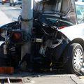 Automobil smrskan nakon što se zabio u stup semafora (Foto: Borna Filic/PIXSELL)