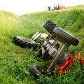 Prevrnuti traktor, arhiva (Foto: Pixell)