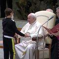 Uporni dječak dobio papinu kapicu - 2