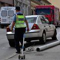 Vozač automobila zabio se u stup javne rasvjete, stup pao na pješakinju - 8