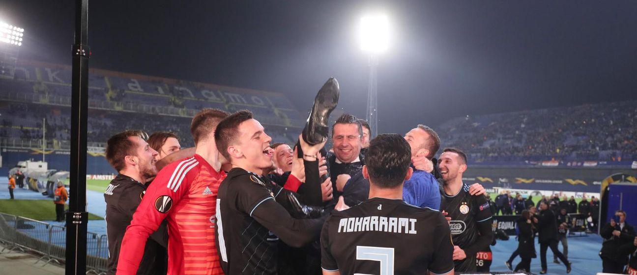 Bjelica na rukama igrača Dinama (Foto: Goran Stanzl/PIXSELL)