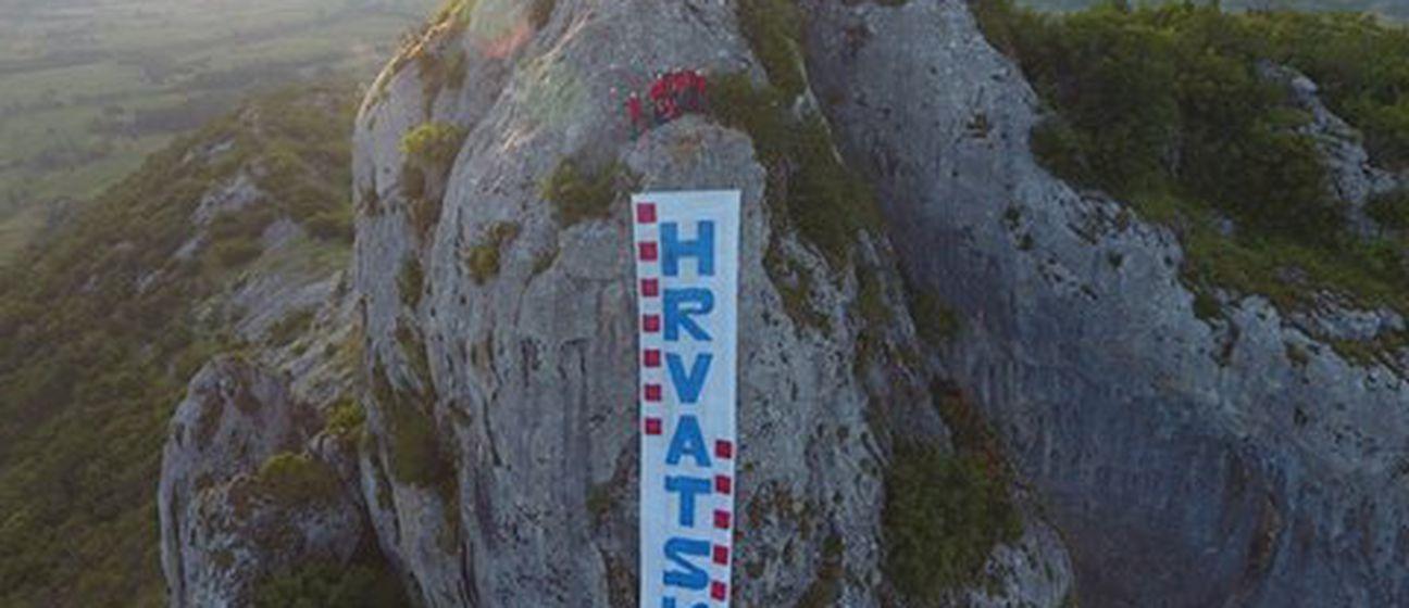 Podrška stanice HGSS Gospić hrvatskim nogometašima (Foto: Facebook/HGSS Stanica Gospić)