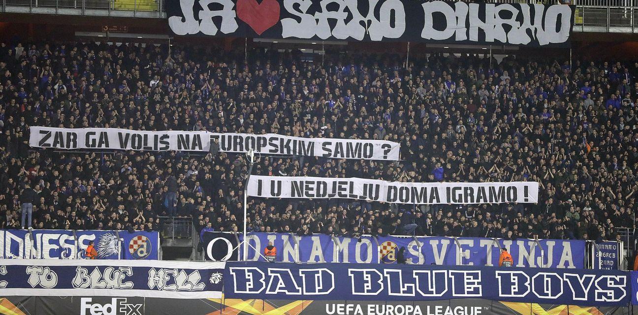 Navijači Dinama na Maksimiru (Foto: Slavko Midzor/PIXSELL)