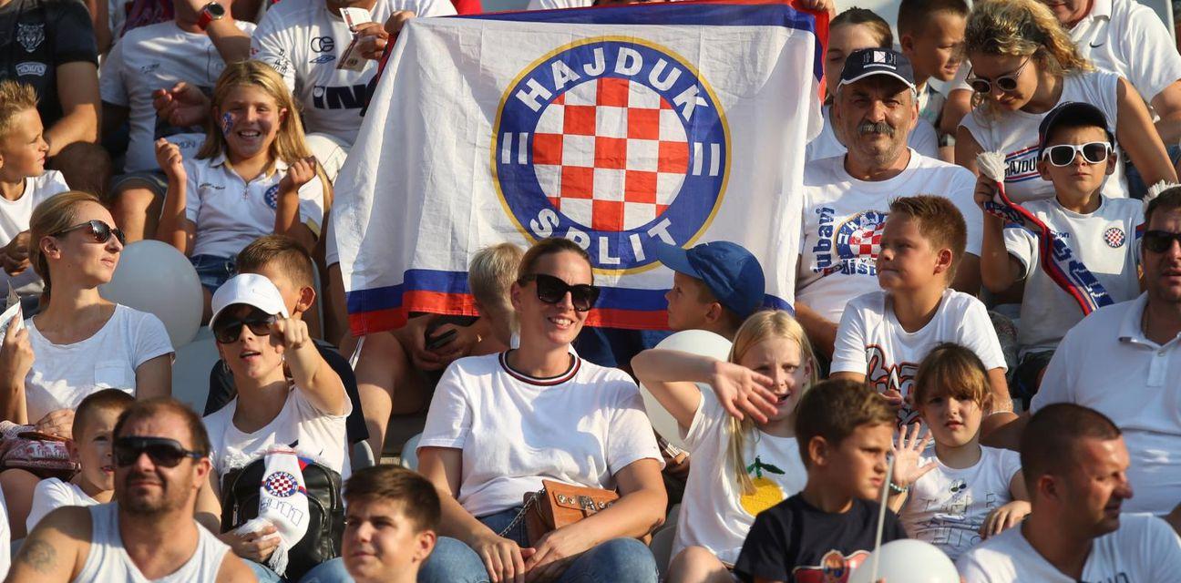 Navijači na Obiteljskoj tribini na Poljudu (Foto: Ivo Čagalj/PIXSELL)