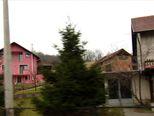 Crveni automobil unio nemir među mještane (Video: Dnevnik Nove TV)