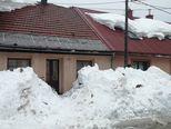 Snijeg koji se topi za sobom povlači i krovove (Foto: Marko Balen) - 4