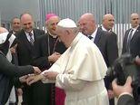 Papa Franjo je pozvao vlade i narode da više pomažu migrantima (Video: Reuters)