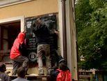 Skidanje spomen-ploče u Jasenovcu (Video: Dnevnik.hr)