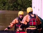 Ogulin pod vodom, ekipa Dnevnika Nove TV obišla grad čamcem zajedno s GSS-ovcima (Video: Dnevnik.hr)