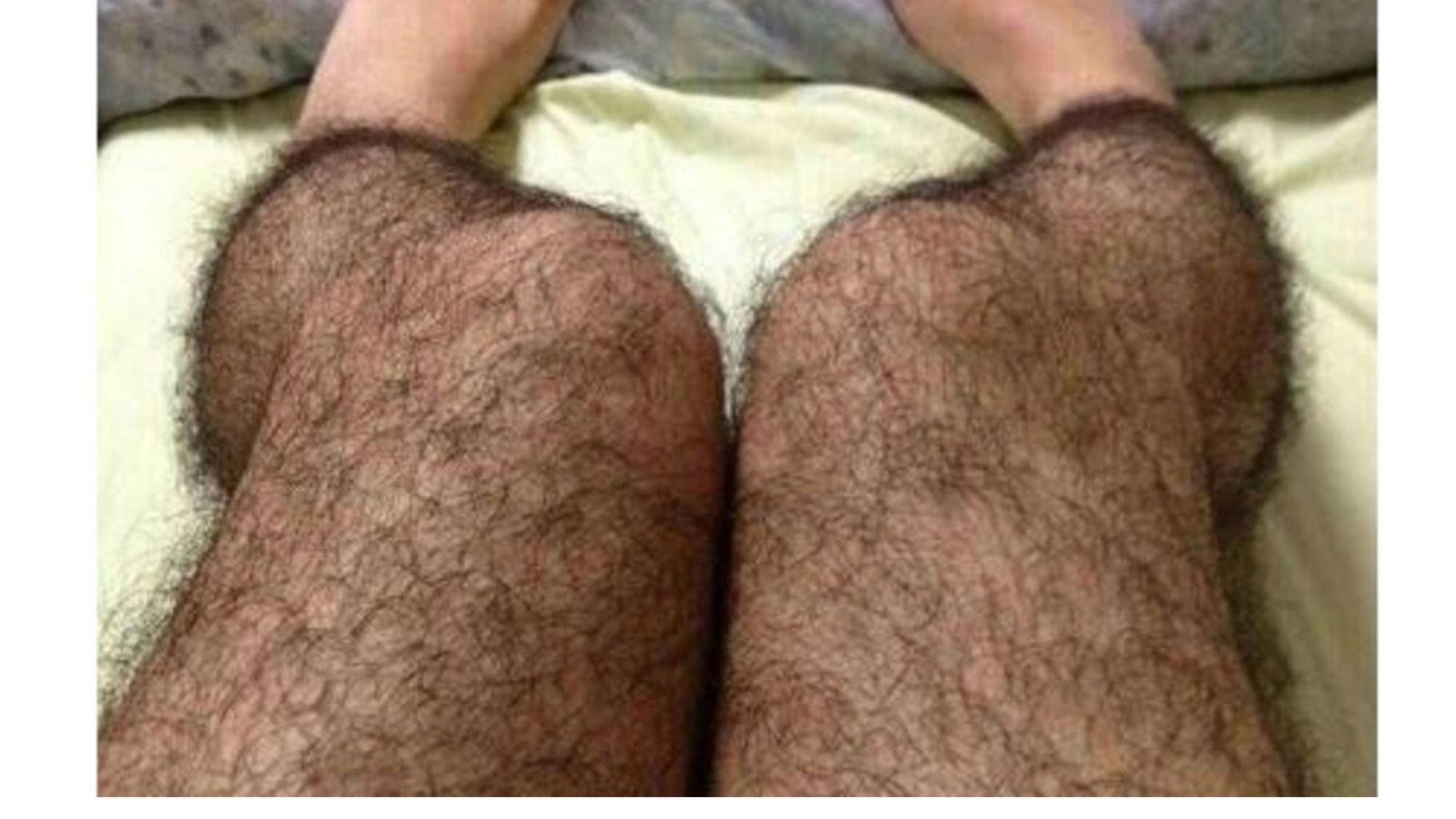 Волосатые ноги в стрингах #15