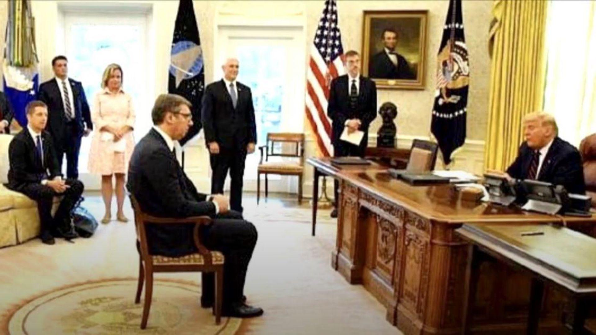 """Vučić o komentarima na fotografiju iz Bijele kuće: """"Mogao sam stajati,  čučati ili klečati, pa što"""""""