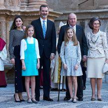Španjolska kraljevska obitelj na uskrsnoj misi