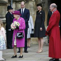 Britanska kraljevska obitelj na uskrsnoj misi
