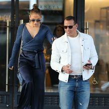 Jennifer Lopez u \'nezgodnoj\' odjevnoj kombinaciji - 7