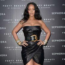 Rihanna u kožnatoj haljinici na predstavljanju svoje nove make-up kolekcije \'Fenty Beauty\' - 2