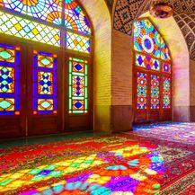 Prekrasna unutrašnjost džamije Nasir al-Mulk