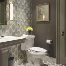 Kupaonica sa zidnim pločicama u boji