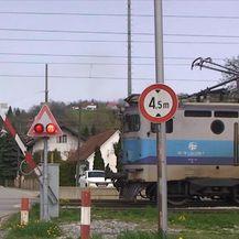 Neispravan želježnički prijelaz (Video: Dnevnik Nove TV)