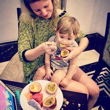 Ida Prester na putovanju s malom djecom - 11