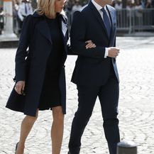 Brigitte Macron u minici i štiklama - 2
