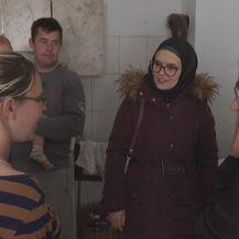 Časna sestra Blanka Jeličić, muallima Šejla Mujić-Kevrić i obitelj Čalušić (Foto: Dnevnik.hr)