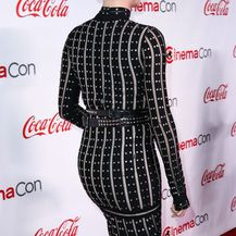 Charlize Theron u haljini Alexander McQueen i čizmama Jimmy Choo - 1