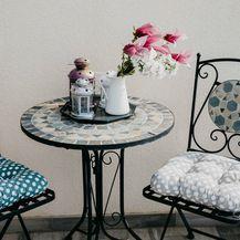 Marsela je za balkon izabrala metalni stolić i dvije stolice