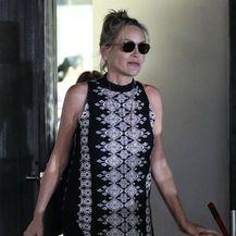Sharon Stone nosi udobnu haljinu s geometrijskim uzorkom